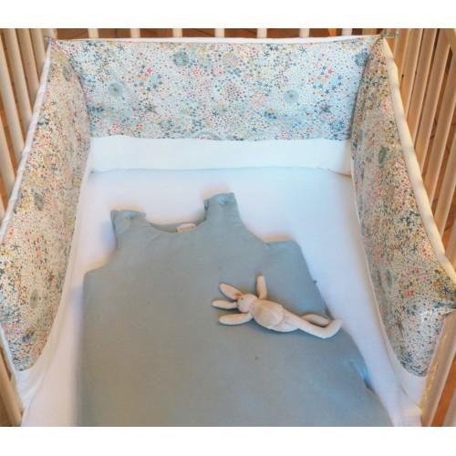 Tour de lit bébé garçon étoiles multicolores et percale de coton