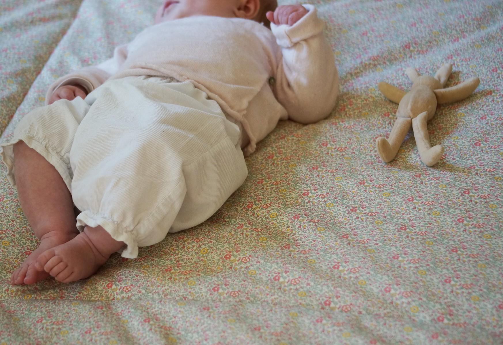 Tapis d'éveil bébé fille grand format en Liberty Katie et Millie