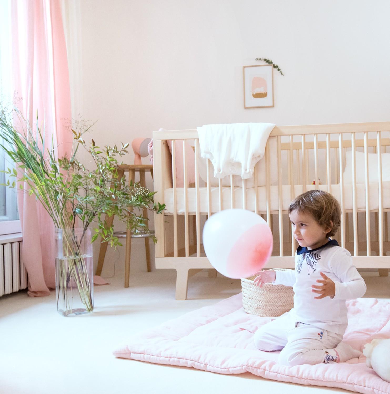 Tour de lit bébé fille en gaze de coton bio rose poudre