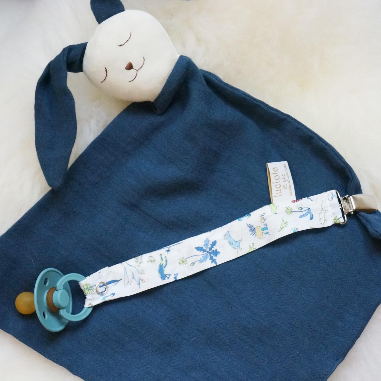 Attache tétine en tissu Liberty Alice bleue