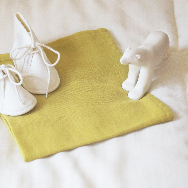 Lange en gaze de coton bio jaune safran