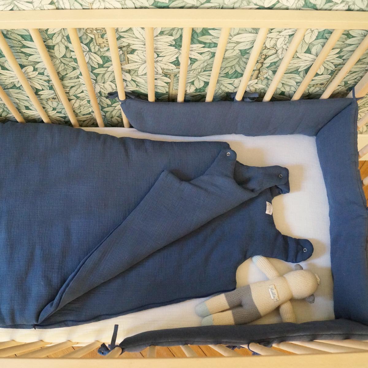 Tour de lit en mousseline de coton bleu