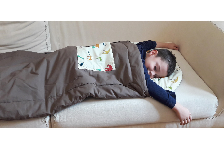 Le sac de couchage enfant pour la sieste à l'école maternelle